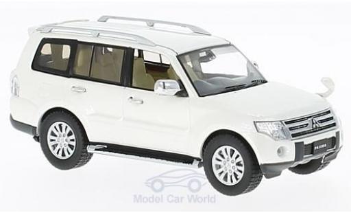 Mitsubishi Pajero 1/43 First 43 Models 4WD métallisé blanche RHD 2010 miniature