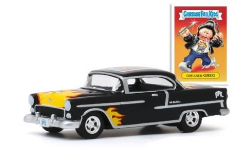 Chevrolet Bel Air 1/64 Greenlight Tuning noire/Dekor 1955 Greaser Greg miniature