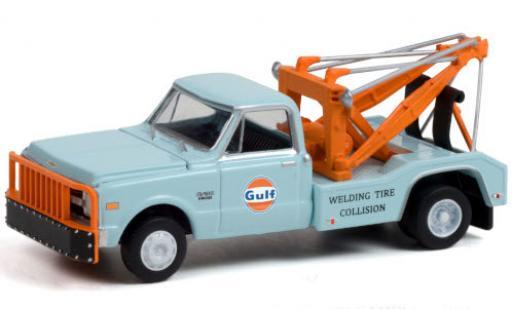 Chevrolet C-30 1/64 Greenlight Dually Wrecker Gulf 1969 diecast model cars