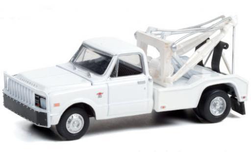 Chevrolet C-30 1/64 Greenlight Dually Wrecker white 1968 diecast model cars