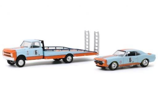 Chevrolet C-30 1/64 Greenlight Ramp Truck blue/orange Gulf 1967 avec Camaro No.6 avec Rampes de chargement diecast model cars