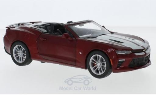 Chevrolet Camaro SS 1/24 Greenlight SS Convertible metallise rouge/grise 2017 miniature