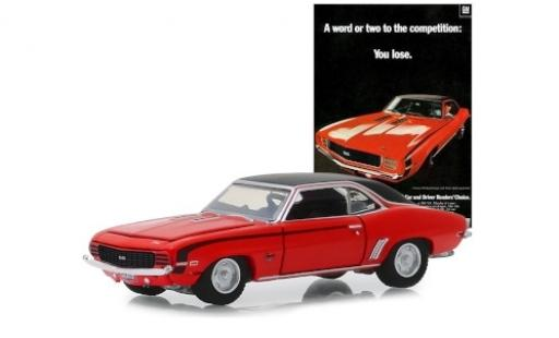 Chevrolet Camaro 1/64 Greenlight SS rouge/matt-noire 1969 miniature