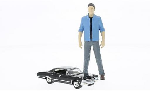 Chevrolet Impala 1/64 Greenlight Sport Sedan Supernatural avec Dean figurine in 1:18 miniature