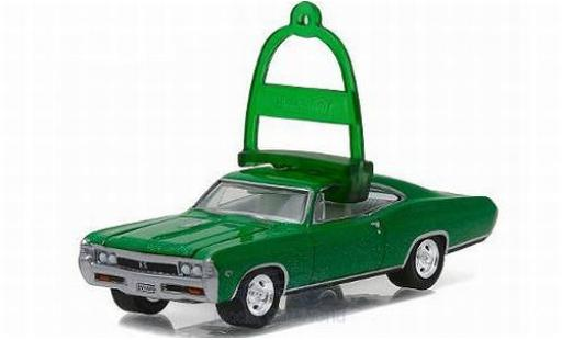 Chevrolet Impala 1/64 Greenlight SS metallise verte/Dekor 1967 Holiday Ornaments Series 1 ohne Vitrine miniature