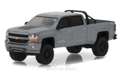 Chevrolet Silverado 1/64 Greenlight 1500 metallise grise 2018 miniature