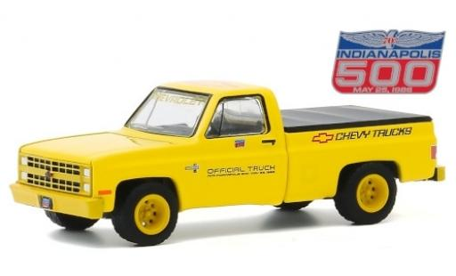 Chevrolet Silverado 1/64 Greenlight jaune/Dekor Official Truck 1986 70th Annual Indianapolis 500 Mile Race miniature