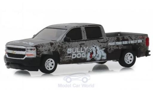 Chevrolet Silverado 1/64 Greenlight grise/Dekor Bully Dog 2018 miniature