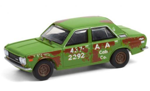 Datsun 510 1/64 Greenlight A&A Cab Co. 1970 4-Door Sedan avec traces de vieilissement diecast model cars