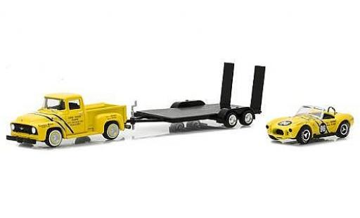 Ford F-1 1/64 Greenlight 00 jaune 1954 with Coventry Moteurs 289 Cobra and Flatbed Trailer miniature