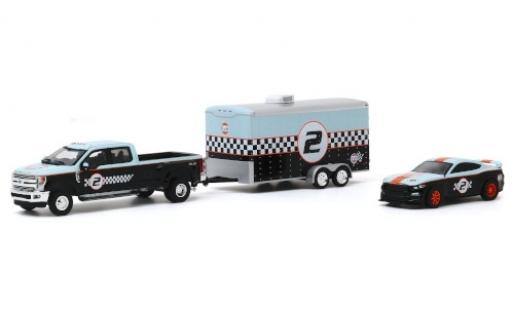 Ford F-350 1/64 Greenlight Lariat Gulf 2019 avec Remorque porte-voiture et Shelby GT350R No.2 diecast model cars