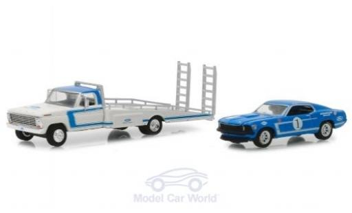 Ford F-350 1/64 Greenlight Ramp Truck bleue/blanche 1969 mit 1969 Mustang Boss miniature