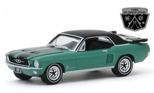 Ford Mustang 1/64 Greenlight Ski Country Special metallise verte/matt-noire 1967 miniature