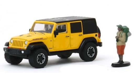 Jeep Wrangler 1/64 Greenlight Unlimited Rubicon Hard Rock jaune/noire 2015 mit Backpackerfigur miniature
