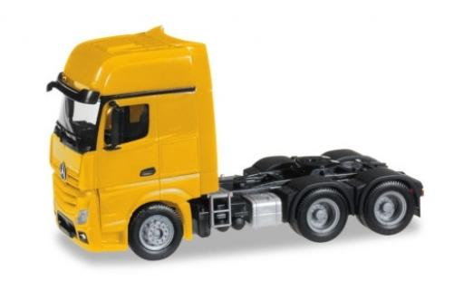 Mercedes Actros 1/87 Herpa Gigaspace 6x4 yellow Solozugmaschine diecast model cars