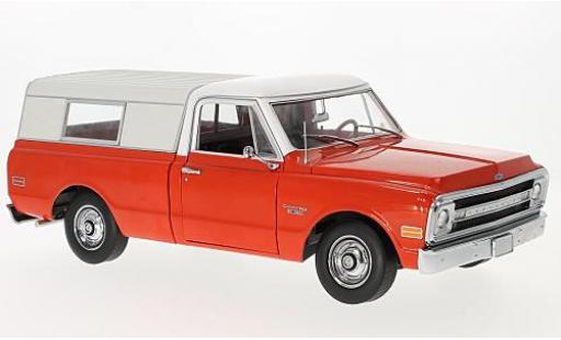 Chevrolet C-10 1/18 Highway 61 Pick Up red/white 1970 with Camper S diecast model cars