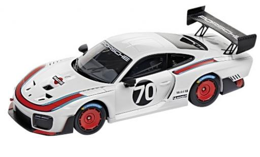 Porsche 991 GT2 RS 1/18 I Minichamps 935 blanche/Dekor No.70 Martini 2018 Basis: 911 (.2) miniature