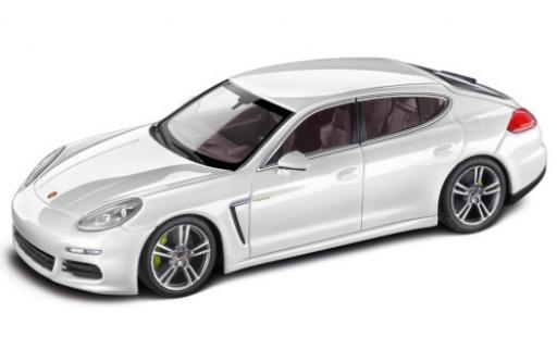 Porsche Panamera e-hybrid 1/43 I Minichamps S (970) white 2013 Facelift diecast model cars