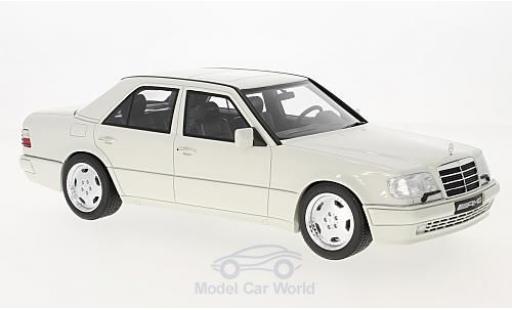 Mercedes Classe E 1/18 Ottomobile E60 AMG (W124) blanche miniature