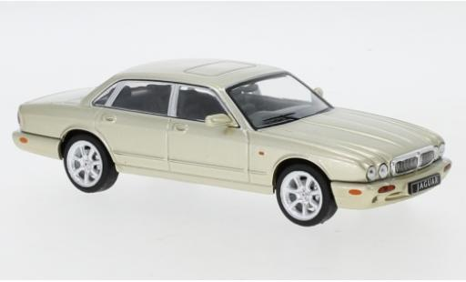 Jaguar XJ 1/43 IXO 8 (X308) metallise beige RHD 1998 miniature