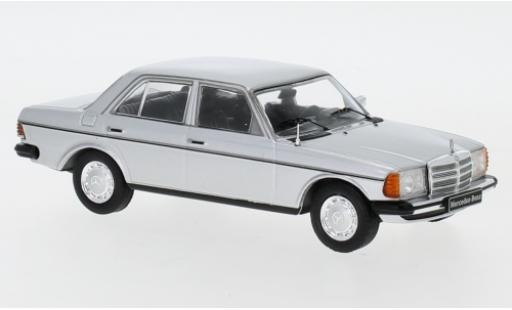 Mercedes 200 1/43 IXO D (W123) grey 1976 diecast model cars