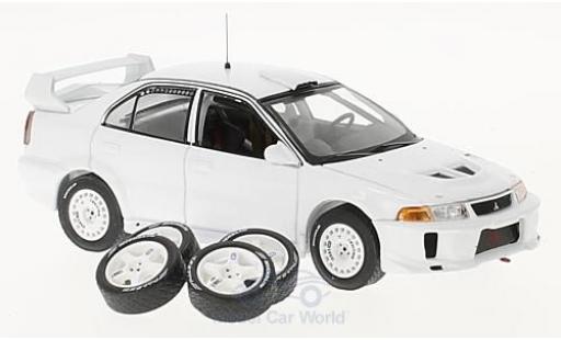 Mitsubishi Lancer 1/43 IXO EVO V matt-blanche 1998 Plain Body Version inklusive 4 Ersatzräder miniature