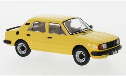Skoda 120 1/43 IXO L jaune 1983 miniature
