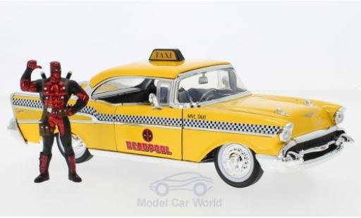 Chevrolet Bel Air 1957 1/24 Jada jaune Deadpool 1957 mit Figur miniature