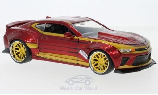 Chevrolet Camaro RS 1/24 Jada Toys rouge/gold Marvel Avengers - Iron Man 2016 mit Figur miniature
