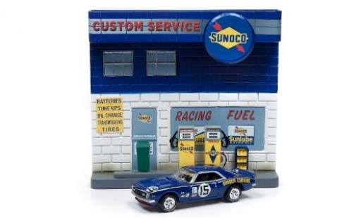 Chevrolet Camaro 1/64 Johnny Lightning Sunoco 1977 Diorama miniature