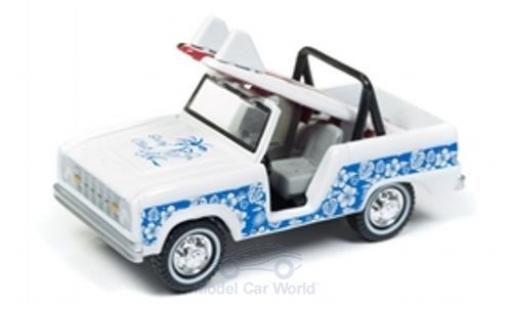 Ford Bronco 1/64 Johnny Lightning blanche/bleue 1966 mit Surfboard miniature