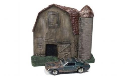 Ford Mustang 1/64 Johnny Lightning GT Fastback green 1968 Barn Finds Series 4 Diorama mit Witterungsspuren diecast model cars