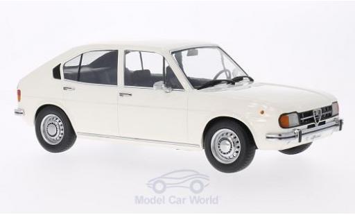 Alfa Romeo Alfasud 1/18 KK Scale 1.3 blanche Türen und Hauben sind nicht zu öffnen miniature