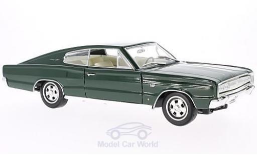 Dodge Charger 1966 1/18 Lucky Die Cast verte miniature