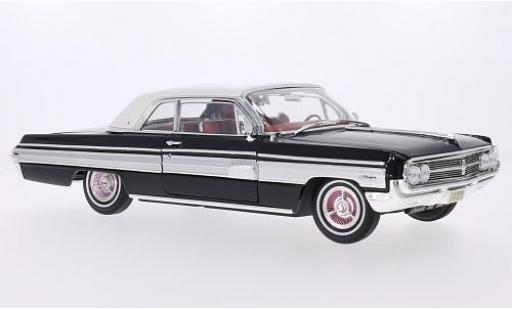 Oldsmobile Starfire 1/18 Lucky Die Cast Hardtop noire/blanche 1962 miniature