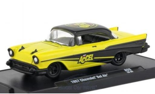 Chevrolet Bel Air 1957 1/64 M2 Machines jaune/noire 1957 miniature