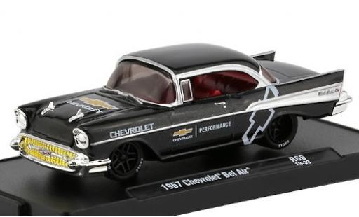 Chevrolet Bel Air 1/64 M2 Machines metallise negro Performance 1957 coche miniatura