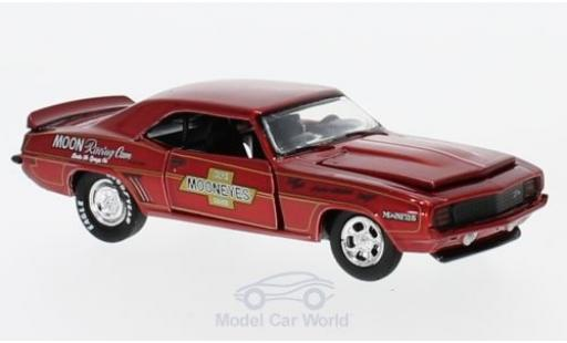 Chevrolet Camaro RS 1/64 M2 Machines Z/28 metallise rouge Moon Equipment Co. 1969 miniature
