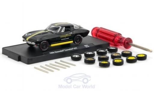 Chevrolet Corvette 1/64 M2 Machines 427 nero/giallo 1966 inklusive 12 Austauschrädern 6 Achsen und 1 Schraubenzieher Auto-Wheels Release 06 miniatura