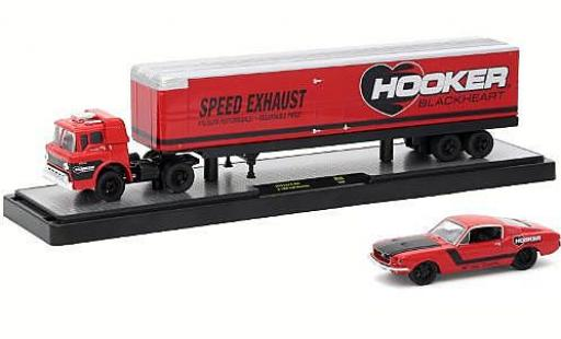 Ford C600 1/64 M2 Machines C-600 rouge Hooker Blackheart 1970 + 1968 Mustang miniature