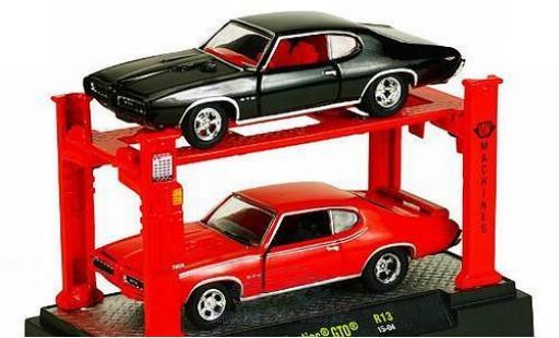 Pontiac GTO 1/64 M2 Machines 1969 Auto Lift 2er-Set: je 1x noire und rouge sowie Hebebühne miniature