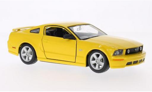 Ford Mustang 1/24 Maisto GT Coupe jaune 2006 miniature