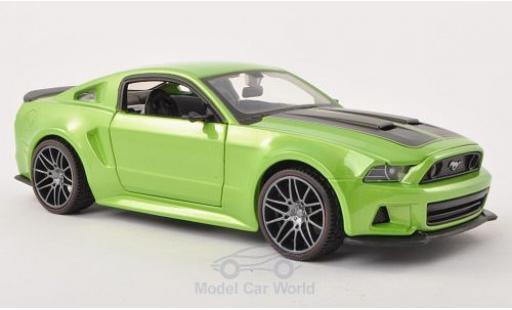 Ford Mustang 1/24 Maisto Street Racer metallise verte/matt-noire 2014 miniature