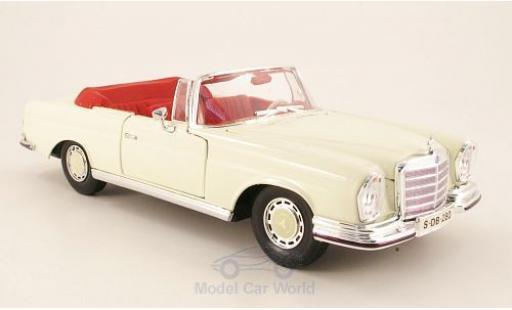 Mercedes 280 SE 1/18 Maisto (W111) Cabriolet beige 1966 modellino in miniatura