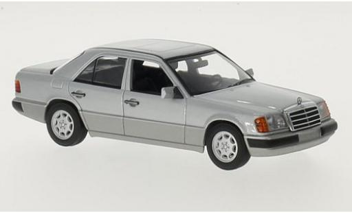 Mercedes 230 1/43 Maxichamps E (W124) silber 1991 modellautos