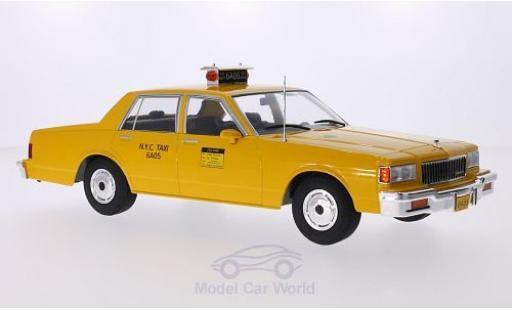 Chevrolet Caprice Classic 1/18 MCG Sedan jaune NYC Taxi 1985 Türen und Hauben geschlossen miniature