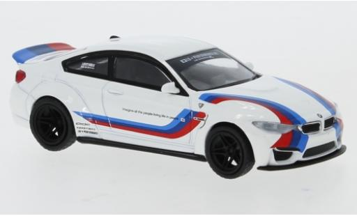 Bmw M4 1/64 Mini GT (F82) LB Works bianco/Dekor RHD modellino in miniatura