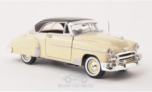 Chevrolet Bel Air 1/24 Motormax Hardtop beige/marron 1950 miniature