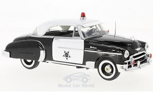 Chevrolet Bel Air 1/24 Motormax noire/blanche Police 1950 miniature