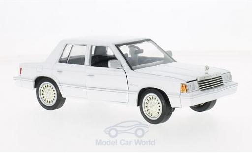 Dodge Aries 1/24 Motormax K blanche 1982 miniature